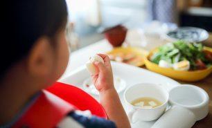 2歳児のご飯に関するママたちのお悩み!食べない、お菓子ばかり、しつけは?おすすめメニューも