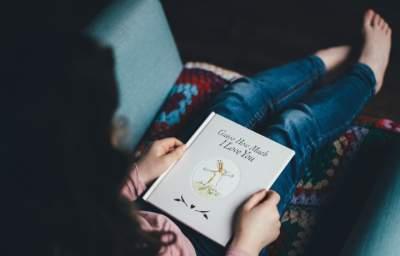 「本の読み聞かせ、いつまで続ける?効果は?」子ども&本に詳しい塾講師・海沼栄造先生に聞いた | HugKum【小学館公式】