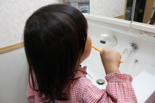 歯磨き中の動き回りに注意!