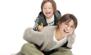 海外子育て経験を生かして!3兄弟ママ ネルソン彩子さん・士温(しおん)くん【HugKumママのライフスタイル・第4回】
