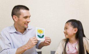 子供の習い事「英語」、月謝や効果は?いつから習わせる?英語も習える「ホビングリッシュ」をチェック!