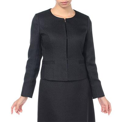 イオンのファッション通販サイト「AEON STYLE fashion(イオンスタイルファッション)」で販売されている『ブライトブッチャーノーカラージャケット&ワンピース3点スーツ(レディース)』