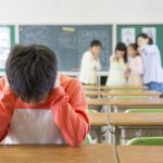 小学生の「いじめ」はなぜ起こる?いじめの原因や種類、親の対応と対策について
