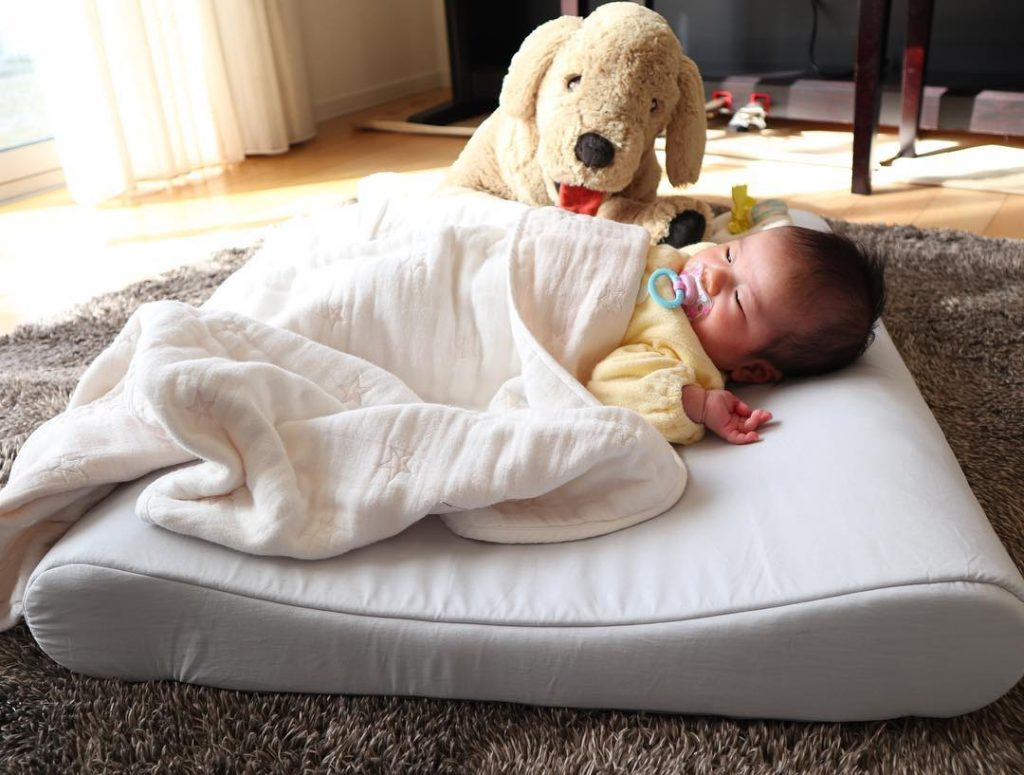 寝る に 赤ちゃん 一緒 と