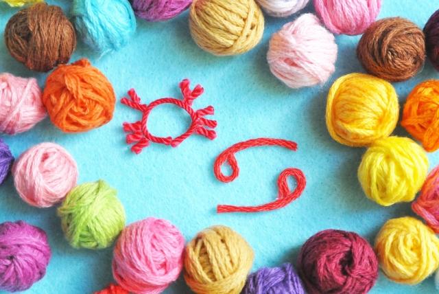 毛糸のおもちゃのイメージ画像、カラフルな毛糸