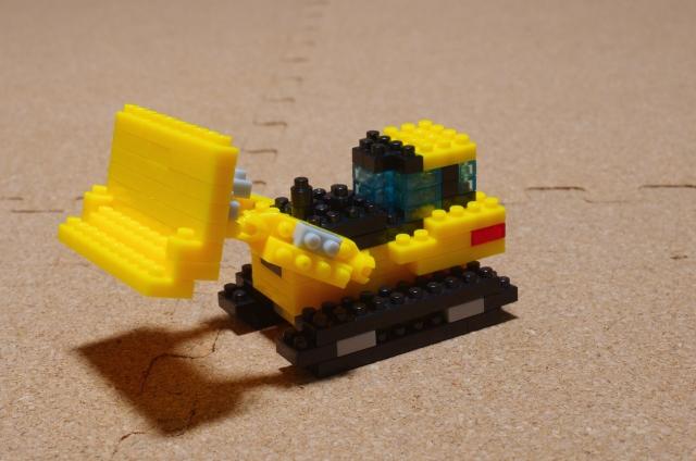 レゴの知育おもちゃイメージ画像のレゴでできたブルドーザー
