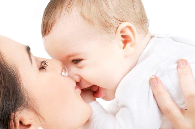 赤ちゃんの人見知り、ママパパの対処法