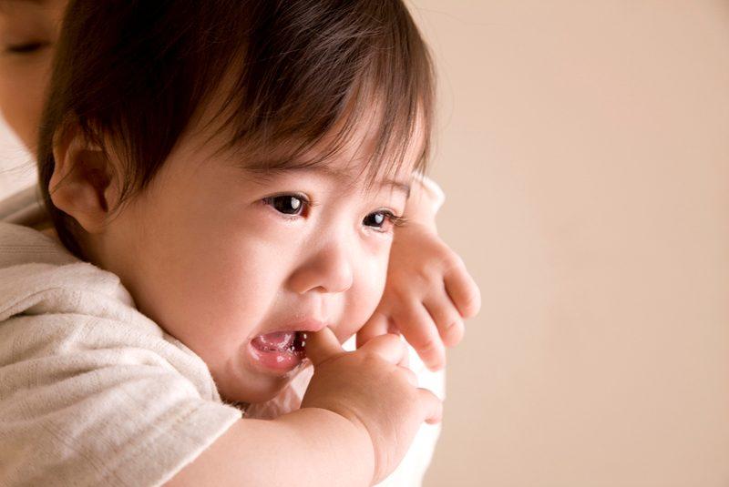 赤ちゃんの人見知りはなぜ起こるの?