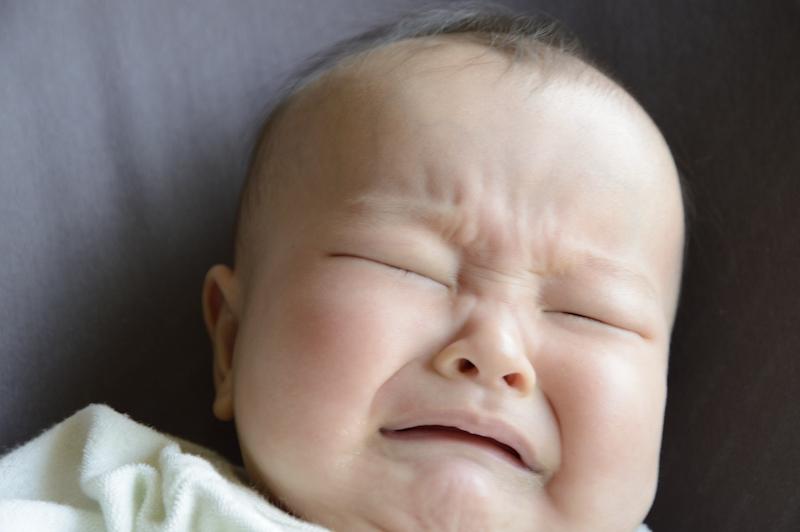 授乳中や授乳前後に泣く赤ちゃんの対処法