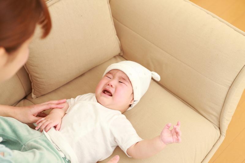 前 泣く 寝る 赤ちゃん 生後3ヶ月のギャン泣きはいつまで?お風呂や寝る前などよく泣く場面とママたちの対処法|子育て情報メディア「KIDSNA(キズナ)」