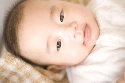 赤ちゃんが舌を「ぺろぺろ」「べー」と出すのはなぜ?