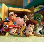 『トイ・ストーリー3』のアンディのおもちゃ箱に貼ってあるシールは?【毎日更新!夏休みディズニー、ピクサーのクイズ8】